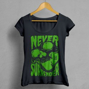Camiseta Manifesto Never Surrender Negra Mujer